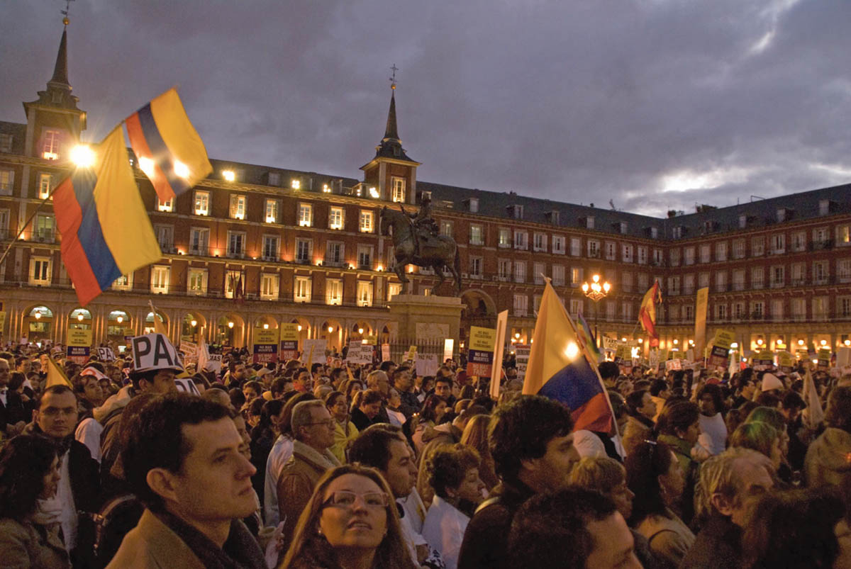 Colombians gather in Plaza Bolivar in the heart of Bogota before the October 2 p